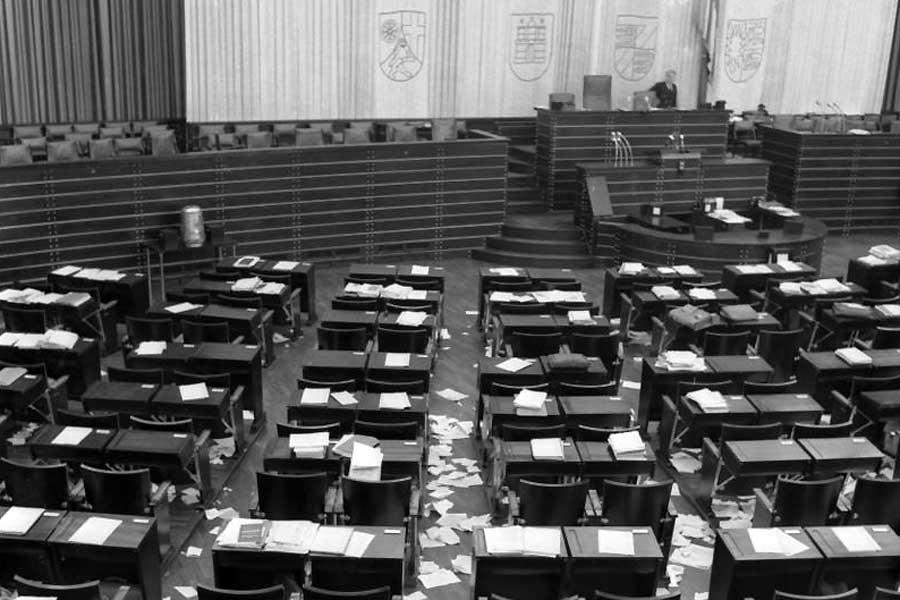 Bundestag 1952: Leerer Plenarsaal nach der Sitzung
