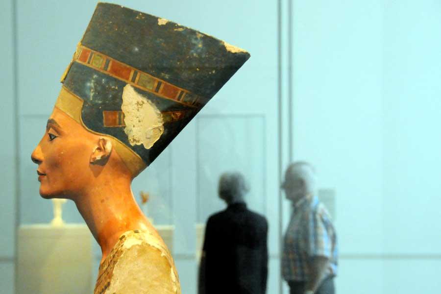 Die vor 100 Jahren entdeckte Büste der Nofretete ist nur einer von vielen umkämpften Kunstschätzen rund um den Globus.