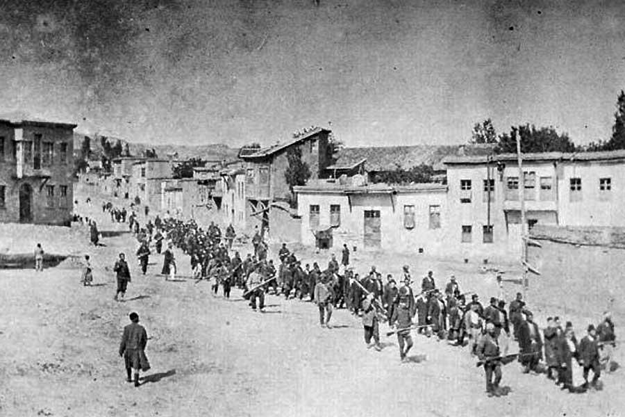 Der Sündenfall der Jungtürken: Während des Ersten Weltkriegs wurden die Armenier im Osmanischen Reich systematisch vertrieben und ermordet.