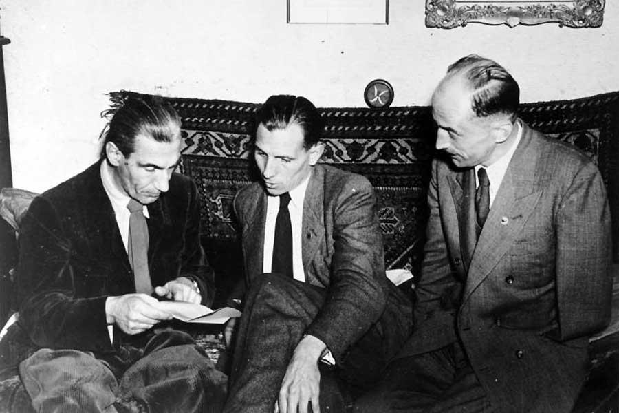 Die führenden Köpfe der SRP am 14. August 1952, kurz vor den Verbot der Partei: Fritz Dorls (Parteivorsitzender), Otto-Ernst Remer und Wolf Graf von Westarp (v.l.n.r.).