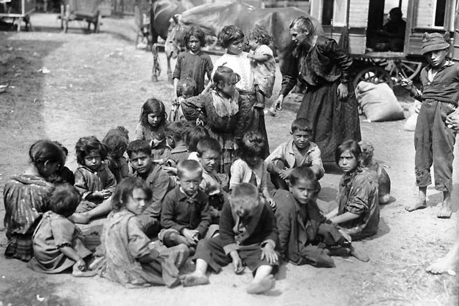 Zigeuner-Sammellager im Norden Berlins im Jahr 1926. Die administrativen Maßnahmen seit 1870 trieben die Roma immer mehr in Armut und Illegalität.