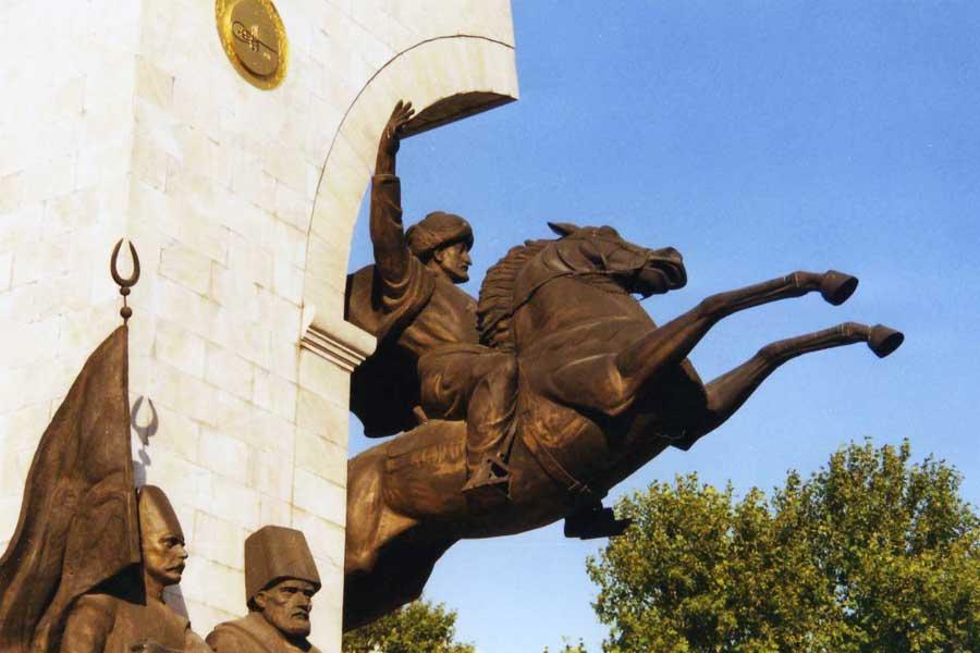 Setzte Mehmed der Eroberer 1480 zum Sprung nach Italien an? (Modernes Momument zu Ehren Mehmeds II. in Istanbul)